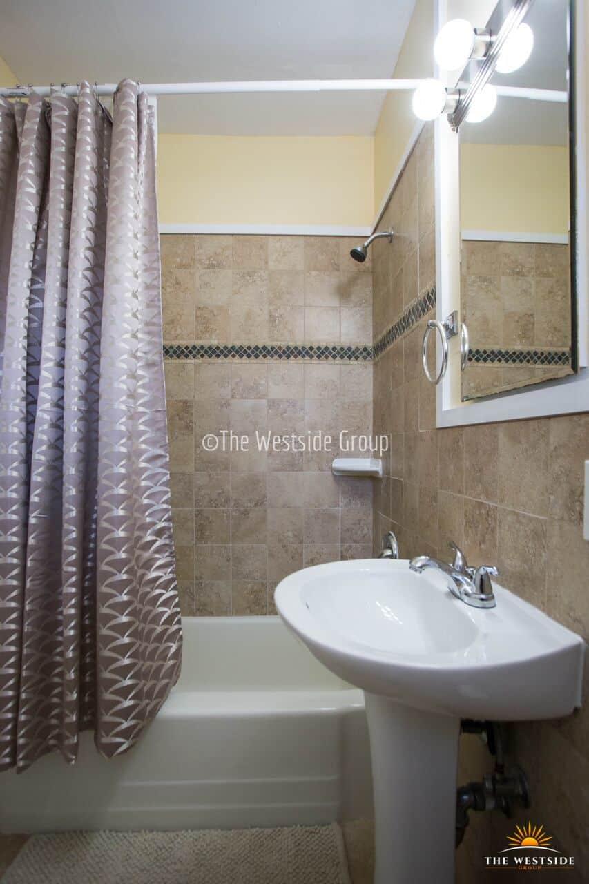 Bathtub 1br student housing in austin